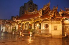 Taipei comes highly recommended by this Solo Travel Society member for its wonderful people, gorgeous scenery, delicious street food and fascinating history.