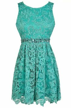 Love the lace and neckline