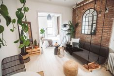 Manhattan NYC Airbnb Brick White Floorboards, Organic Cotton Sheets, Brooklyn Brownstone, New York Life, New York City Travel, House Beds, Cozy Cottage, Terrace Apartments, Room