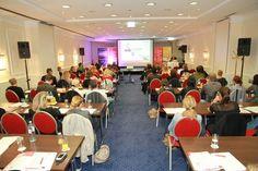 Kommunikationsverantwortliche aus über 50 Unternehmen trafen sich am 9. September im Wiener Parkhotel Schönbrunn zur Social Media Convention 2012. Zehn Experten referierten über die verkehrte Welt von Social Media und die neue Logik der Wertschöpfung im Web 2.0. Veranstalter war #Pressetext Nachrichtenagentur