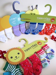 Baby socks packaging created for a Packaging Design course. Reusable as sock hangers. Kids Packaging, Clever Packaging, Pretty Packaging, Brand Packaging, Packaging Design, Clothing Packaging, Creative Gift Wrapping, Bunt, Creations