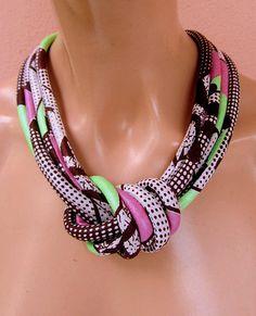 Collana Africana tessuto wax print Estiva verde e rosa con nodo decoltè