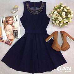 O vestido acinturado ganha ainda mais identidade com as aplicações em ônix! Inspire-se! ❤️ #luizamodas #lookdodia #lookinspiracao #moda #estilo #tendencia #novidade #vizzano #vendasonline #venhaseapaixonar