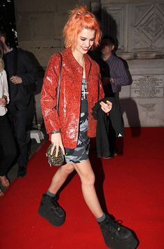 Pixie Geldof attempts to revive the Buffalo boots trend at London party Pixie Geldof, Grunge Fashion, 90s Fashion, Fashion Outfits, Fashion Trends, Spice Girls Wannabe, Peach Hair Colors, Buffalo Shoes, New Look Fashion