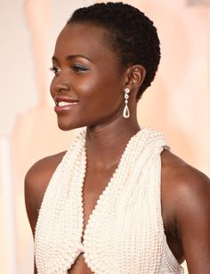 The gorgeous @Lupita_Nyongo catches the light in #ChopardDiamond on the #Oscars Red Carpet