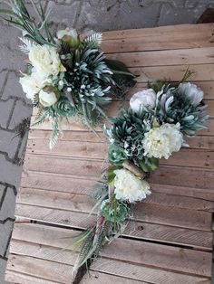 Grave Decorations, Flower Decorations, Christmas Decorations, Grave Flowers, Funeral Flowers, Funeral Flower Arrangements, Floral Arrangements, Tulip Wreath, Floral Wreath