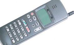 Tietoturvaguru julkaisi kuvan ensimmäisestä kännykästään, Nokia 101:stä.