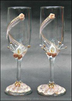 Taças decoradas para um brinde de casamento original Image: 1                                                                                                                                                     Mais