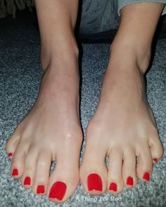 """A Thing For Red on Instagram: """"My post yoga feet, waiting for you to smell 😏 . . . . #feet #toes #pieds #pezinhos"""" Red Toenails, Long Toenails, Toe Nails Red, Nice Toes, Pretty Toes, Pedicure Colors, Cute Toe Nails, Painted Toes, Barefoot Girls"""