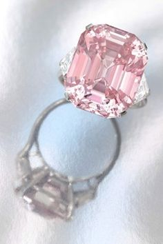 i wanted a pink wedding ring so bad, i might get one someday......