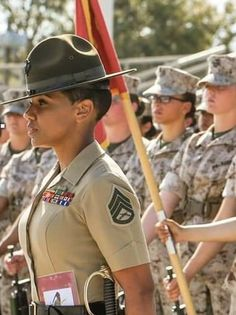 Female Soldier, Military Women, Weapons, Guns, Baseball Cards, Woman, Sports, Beauty, Beautiful