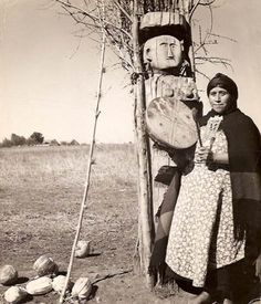 Mapuche Woman of Chile & Argentina. Weavers and shamans. Inspiring women of the Earth Shaman Woman, Magic Women, Historical Artifacts, Spiritual Practices, Native Indian, Vintage Photographs, Healer, The Dreamers, Mystic