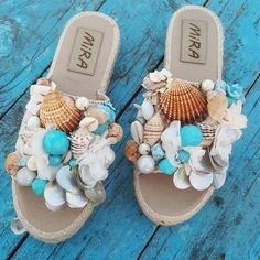 mermaid slipper and beach bag summer 2019 To order send DM Beaded Shoes, Boho Shoes, Boho Sandals, Beaded Sandals, Bare Foot Sandals, Fabric Headband Tutorial, Fabric Headbands, Fashion Slippers, Fashion Shoes
