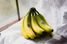 If you're in need of ripe bananas ASAP, use one of these tried and tested banana ripening hacks. Bone Healing Foods, Osteoporosis Diet, Osteoporosis Exercises, Weight Loss Soup, Food Hacks, Food Tips, Cooking Tips, Diy Food