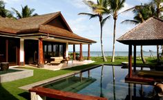10 Mind Boggling Ultra Luxury Hawaii Homes Luxury Mansions For Sale, Mansions For Rent, Luxury Houses, Dream Houses, Small Luxury Homes, Ocean Front Homes, Zen House, Beachfront House, Hawaii Travel Guide