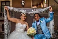 Sesión de boda en la Calzada Fray Antonio de San Miguel, en Morelia Michoacán.