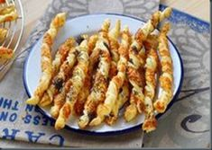 Recipe – Torsades aperitif with parmesan in step by step by Dornbuschhexe Puff Pastry Appetizers, Best Appetizers, Appetizer Recipes, Cheese Straws, Football Food, Finger Foods, Food Videos, Entrees, Macaroni And Cheese