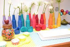 une décoration d'anniversaire multicolore