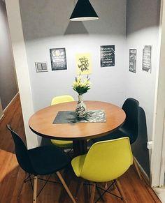 A nossa queridinha cadeira Eames deu um toque todo especial à sala de jantar da @jaquelinesantoblog  Ambiente moderno e suuper agradável. Amamos!  . . .#moblyporai #larmoblylar #larstyle #regrann #repost #inspiration #inspiracao #homesweethome #homedecor #lardocelar #decoracao #homestyle #decora #moblyBR #moblydoseujeito #mobly