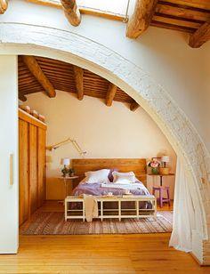 Um celeiro transformado em casa. Veja: http://www.casadevalentina.com.br/blog/detalhes/um-celeiro-transformado-em-casa-2971