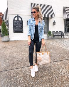 Want to look trendy and casual this autumn? Get inspired by these stylish fall outfits. Casual Leggings Outfit, Legging Outfits, Denim Leggings, Leather Leggings Outfit, Black Leggings Outfit Summer, Black Moto Leggings, Mesh Leggings, Striped Leggings, Capri Leggings