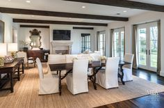 Houston, TX Contractor: Scott Frasier Homes Interior Designer: Mary Jane Gallagher Photography: Carl Mayfield
