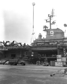 [Photo] USS Essex docked at Yokosuka, Japan, 29 Sep note CCKW truck on pier and AFKWX truck on crane American Aircraft Carriers, Essex Class, Navy Carriers, Us Navy Ships, United States Navy, Korean War, Ww2, Yokosuka Japan, Around The Worlds