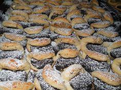 Diós és mákos félbehajtott kiflik, napokig eltartható édes csoda! - Egyszerű Gyors Receptek Bagel, Hot Dogs, Bread, Poppy, Ethnic Recipes, Dios, Brot, Baking, Breads