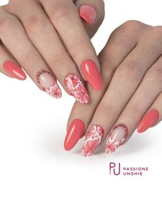 White flowers with Swarovski and Coral Orange in all their liveliness - Trend Nails Light Pink Nail Designs, Light Pink Nails, Coral Nails, Beautiful Nail Designs, Red Nails, Nail Art Designs, Nagel Hacks, Gel Uv, Super Nails