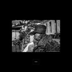 Nepal - Photography by Goddard www.goddardgallery.com/ Follow us in Instagram at stevegoddardgallery #nepal #goddardgallery #stevegoddard #streetphotography #everestvalley #trekking #artgallery #stevegoddardphotography #goddard #blackandwhitephotography #artbuyers #goddardlondon #instablackandwhite #blackandwhite #photographybygoddard #iconicphotos #interiordesign #travel #artlovers #wallart #style #photoart #artcollectors #iconicimages #street #hotelart #working #oldlady #portrait Iconic Photos, Old Women, Black And White Photography, Nepal, Trekking, Street Photography, Photo Art, Art Gallery, Wall Art