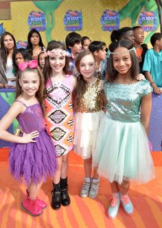 Mackenzie Ziegler, Kendall Vertes, Maddie Ziegler & Nia Frazier on the orange carpet at the Kids Choice Awards 2014 these girls dresses are really pretty Dance Moms Facts, Dance Moms Dancers, Dance Mums, Dance Moms Girls, Dance Moms Costumes, Maddie Ziegler, Mackenzie Ziegler, Abby Lee, Dance Moms Season 5
