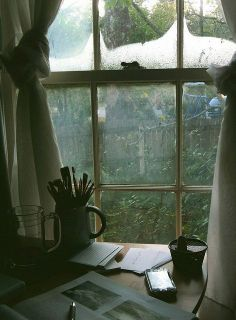 a writing space for rainy days Ventana Windows, Lifestyle Fotografie, Window View, Window Desk, Photo Window, Through The Window, Rainy Days, Cozy Rainy Day, Rainy Night