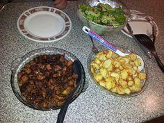 Meso (na domasen nacin so piperki I kromid), kompiri I salata