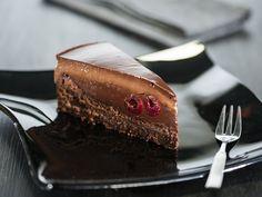 Лудлаб означава гъши крак, но въпреки странното си име, тортата е истинско съвършенство с много шоколад и коктейлни череши