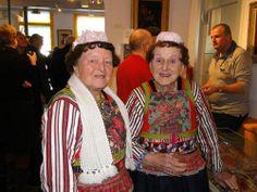 Marken twee vrouwen van het museum