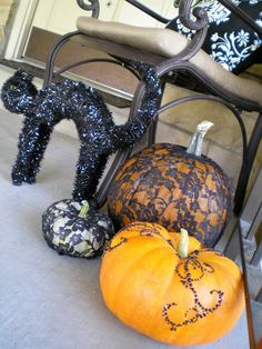 Spooktacular Halloween Porch Decor {michellelunt.com}