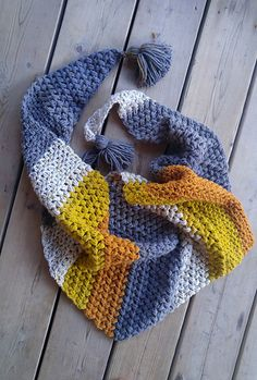 This is an intermediate pattern for an asymmetrical triangle scarf.