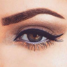 cat eye with golden underpinnings makeup green eyes eye brows eyeliner Kiss Makeup, Love Makeup, Makeup Inspo, Makeup Tips, Makeup Looks, Eyebrow Makeup, Makeup Trends, Makeup Ideas, Prom Makeup