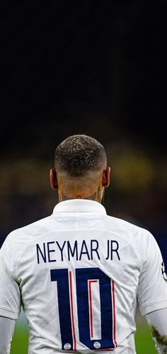 Real Madrid Football, Football Stuff, Football Pictures, Football Images, Neymar Jr Wallpapers, Online Match, Football Wallpaper, Psg, Football Players