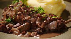 Konijn met rode wijn, spek, champignons en aardappelpuree | Dagelijkse kost
