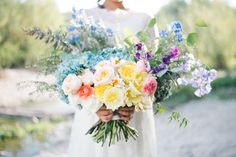 loose and pretty bouquet