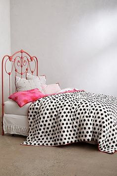 loving this spotted quilt and that fun & funky headboard! #anthropologie