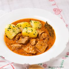 Chicken in paprika based sauce - Paprikahendl