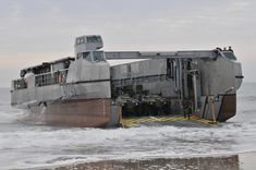 Flickr_-_Official_U.S._Navy_Imagery_-_A_French_landing_craft_comes_ashore_during_the_amphibious_assault_phase_of_Bold_Alligator_2012..jpg (4288×2848)