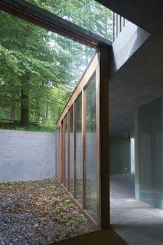 House in Bousval / Mario Garzaniti & Cédric Leën / Wallonie-Bruxelles Architectures Small Wooden House, Public Realm, Mario, Urban Setting, House Landscape, Bungalows, Maine House, Atrium, Entry Doors