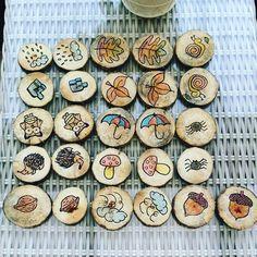 Begeleide of zelfstandige activiteit - Memory herfst Autumn Activities For Kids, Nature Activities, Crafts For Kids, Diy Montessori Toys, Wood Slice Crafts, Forest School, Beginning Of School, Animal Jewelry, Creations