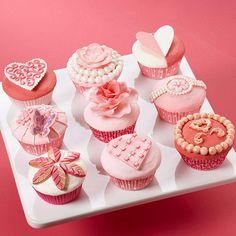 ソフトで洗練されたバレンタインデーカップケーキシーン