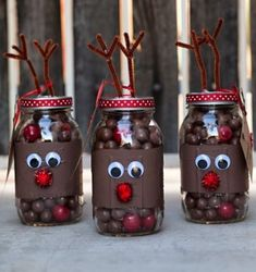 Creative Reindeer Inspired Crafts & Decorations for Christmas Reindeer Noses Mason Jar Gifts. Reindeer Noses, Reindeer Craft, Christmas Jars, Christmas Gifts For Friends, Christmas Globes, Cheap Christmas, Christmas Candy, Christmas 2017, Christmas Holidays