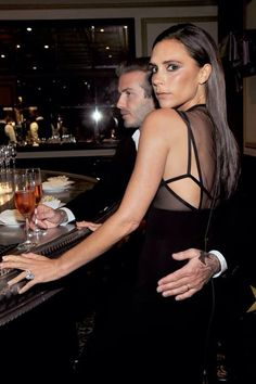 David Beckham couldn't help but wrap his arm around his gorgeous wife, Victoria Beckham, at a dinner to celebrate the CFDA and Vogue Fashion Fund finalists in David Und Victoria Beckham, Victoria Beckham Stil, Victoria And David, Spice Girls, Vogue Fashion, Look Fashion, David Beckham Family, Posh And Becks, Victoria Fashion