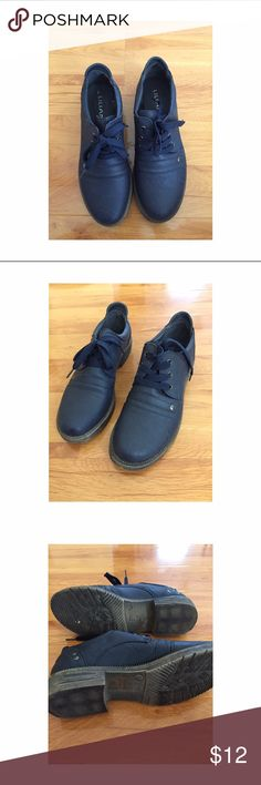 Liliana Lace Ups Adorable Lillian Lace ups. Gently worn. Like new! Well made! Navy Liliana Shoes Flats & Loafers